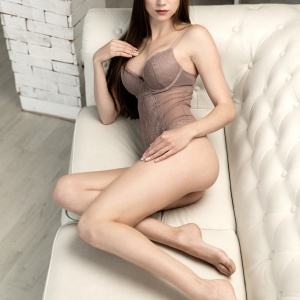 NIF Magazine - Anita, the sensual beauty