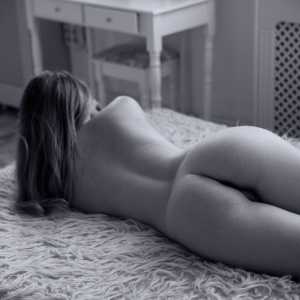 Modellfotó Magazin - Laura a reggeli napfényben