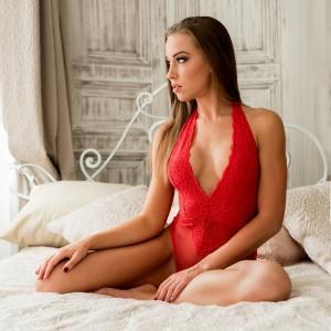Modellfotó Magazin, Hanna, glamour pirosban