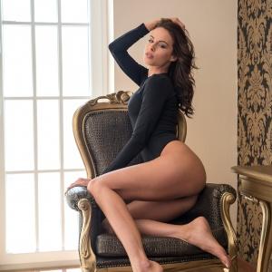 Modellfotó Magazin - Vivien a villában