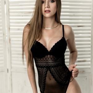NIF Magazine - Anita, the sensual beauty