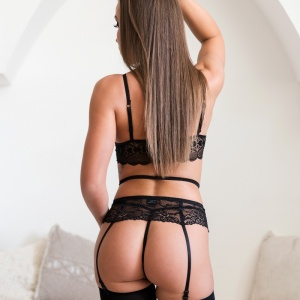 Hanna-Elegant boudoir